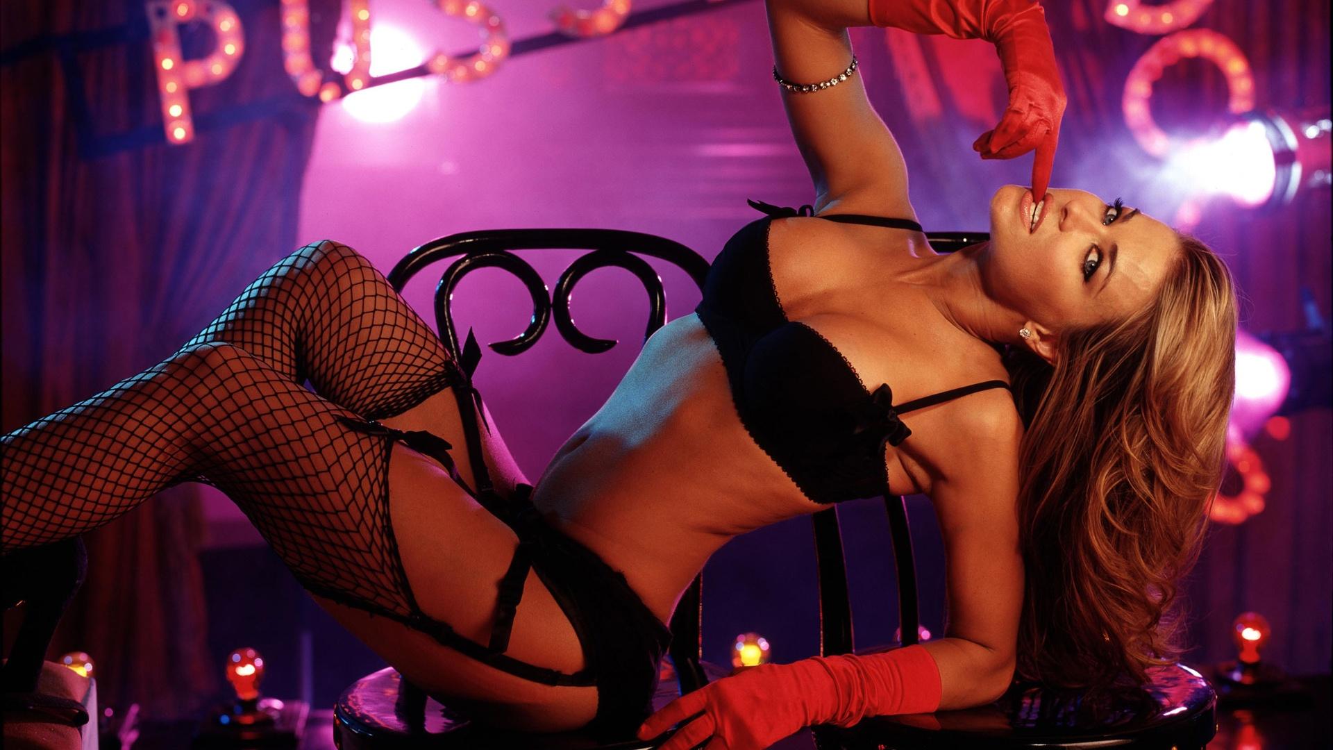 seksualnie-tantsi-krasivih-devushek